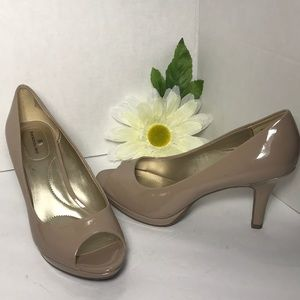 BANDOLINO Nude Patten Leather Peep Toe Heels